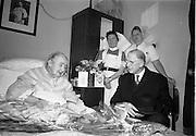 04/08/1967<br /> 08/04/1967<br /> 04 August 1967<br /> President Eamon de Valera visits Senator Margaret Pearse who was celebrating here 89th birthday at the Lindon Convalescent Home, Blackrock, Co. Dublin.