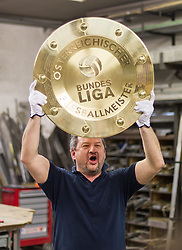 23.04.2015, Guertlerei Schnitzhofer, Faistenau, AUT, 1. FBL, Neuer Bundesliga Meisterteller, im Bild Walter Schnitzhofer mit dem neuen Bundesliga Meisterteller // during the Presentation of the new Austrian Football Bundesliga Champions Trophy at the Guertlerei Schnitzhofer, Faistenau, Austria on 2015/04/23. EXPA Pictures © 2015, PhotoCredit: EXPA/ JFK