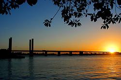 Vista da Ponte Getúlio Vargas ao final do dia, em Porto Alegre. FOTO: Jefferson Bernardes/ Agência Preview