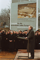 27 JAN 2000, BERLIN/GERMANY:<br /> Wolfgang Thierse, Bundestagspräsident, hält eine Rede anlässlich einem Festakt zum symbolischen Baubeginn für das Holocaust-Mahnmal, im Hintergrund: Zu diesem Zweck eingeweihtes Gerüst mit vier Informationstafeln auf dem Baugelände, südlich vom Brandenburger Tor <br /> IMAGE: 20000127-01/01-11<br /> KEYWORDS: speech, holocaust memorial, Mahnmal