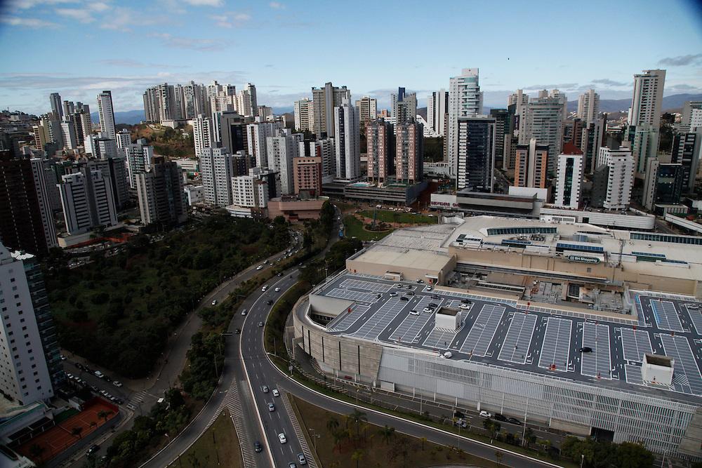 Belo Horizonte_MG, Brasil.<br /> <br /> Imagem aerea do BH shopping em Belo Horizonte ao fundo bairro Belvedere, Minas Gerais.<br /> <br /> Aerial view of BH shopping in Belo Horizonte in the background the Belvedere neightborhood, Minas Gerais.<br /> <br /> Foto: