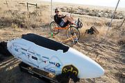 Iris Slappendel is bezig met de warming up voor de kwalificaties op maandagmorgen. Het Human Power Team Delft en Amsterdam, dat bestaat uit studenten van de TU Delft en de VU Amsterdam, is in Amerika om tijdens de World Human Powered Speed Challenge in Nevada een poging te doen het wereldrecord snelfietsen voor vrouwen te verbreken met de VeloX 7, een gestroomlijnde ligfiets. Het record is met 121,44 km/h sinds 2009 in handen van de Francaise Barbara Buatois. De Canadees Todd Reichert is de snelste man met 144,17 km/h sinds 2016.<br /> <br /> With the VeloX 7, a special recumbent bike, the Human Power Team Delft and Amsterdam, consisting of students of the TU Delft and the VU Amsterdam, wants to set a new woman's world record cycling in September at the World Human Powered Speed Challenge in Nevada. The current speed record is 121,44 km/h, set in 2009 by Barbara Buatois. The fastest man is Todd Reichert with 144,17 km/h.