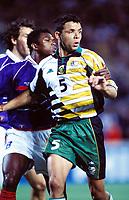 Fotball<br /> Frankrike v Sør Afrika<br /> Foto: DPPI/Digitalsport<br /> NORWAY ONLY<br /> <br /> FOOTBALL - FIFA WORLD CUP 1998 - GROUP C - FRANCE v SOUTH AFRICA - 12/06/1998<br /> <br /> MARK FISH (S-AF) / MARCEL DESAILLY (FRA)
