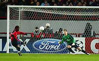 Photo: Scott Heavey/Digitalsport<br /> CSKA Moscow v Chelsea. Champions League Group H. 01/11/2004.<br /> Vagner Love skies his penalty