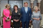 Koning reikt Erasmusprijs 2017 uit aan Michèle Lamont in het Koninklijk Paleis op de dam. De Erasmusprijs heeft dit jaar als thema Kennis, Macht en Diversiteit.<br /> <br /> King awards Erasmus Prize 2017 to Michèle Lamont at the Royal Palace on the dam. The Erasmus Prize has this year the theme Knowledge, Power and Diversity.<br /> <br /> Op de foto / On the Photo:  Koningin Maxima, Micheele Lamont, Koning Willem-Alexander en Prinses Beatrix