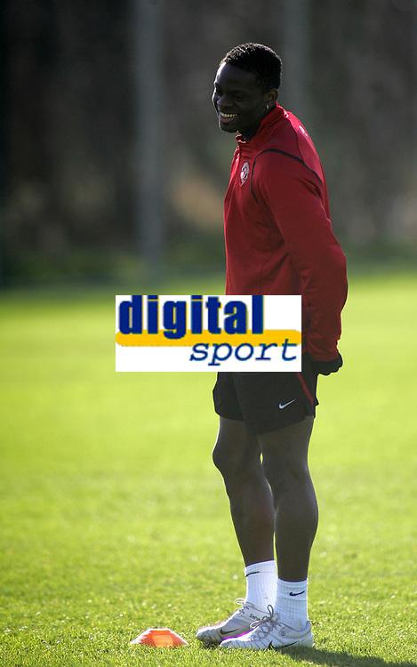 Photo: Paul Thomas.<br />Manchester United training session. UEFA Champions League. 06/03/2007.<br />Man Utd's Louis Saha during training.