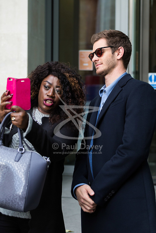 London, October 22 2017. Actor Andrew Garfield stops for a selfie with a fan as he leaves the BBC after appearing on the Andrew Marr show at the BBC New Broadcasting House in London. © Paul Davey