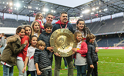 15.05.2016, Red Bull Arena, Salzburg, AUT, 1. FBL, Meisterfeier FC Red Bull Salzburg, im Bild Jonatan Soriano Casas (Red Bull Salzburg) und Trainer Oscar Garcia (Red Bull Salzburg) mit Familien posieren mit dem Meisterteller // Jonatan Soriano Casas (Red Bull Salzburg) and Trainer Oscar Garcia (Red Bull Salzburg) pose with their Families and the Trophy during the FC Red Bull Salzburg Champions Party of Austrian Football Bundesliga at the Red Bull Arena, Salzburg, Austria on 2016/05/15. EXPA Pictures © 2016, PhotoCredit: EXPA/ JFK