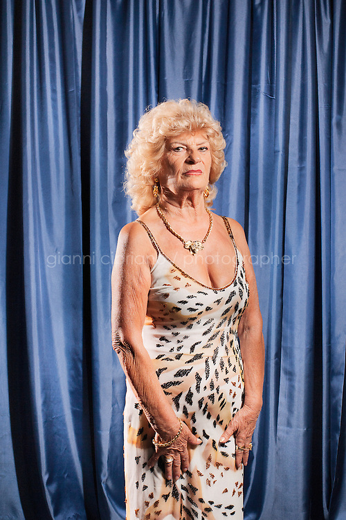 PESARO, ITALIA - 30 settembre 2011: Silvana, 72, participates at Miss Over, a beauty pageant for women over 30, 40, 50 and 60 years old in Pesaro, Italy.