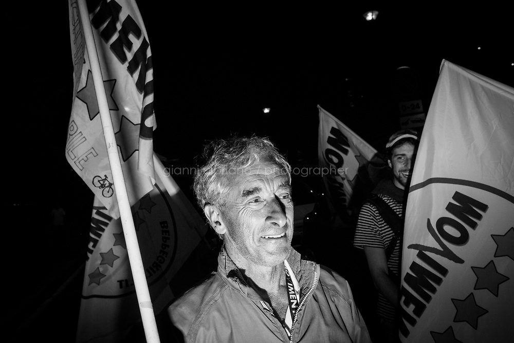 ROMA, 20 GIUGNO 2016: Festeggiamenti per la vittoria di Virginia Raggi, sindaco di Roma per il Movimento 5 stelle, dopo aver battuto al ballottaggio Roberto Giachetti (PD) con il 67,15% dei voti contro il 32,85%, nei pressi del comitato elettorale del M5S di via Tirone.