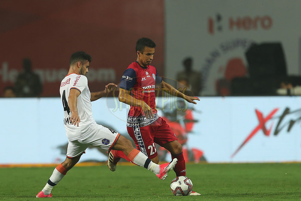 Hugo Boumous of FC Goa and Emerson Gomes de Moura of Jamshedpur FC during match 25 of the Hero Indian Super League 2018 ( ISL ) between Jamshedpur FC and FC Goa held at JRD Tata Sports Complex, Jamshedpur, India on the 1st November  2018<br /> <br /> Photo by: Ron Gaunt /SPORTZPICS for ISL