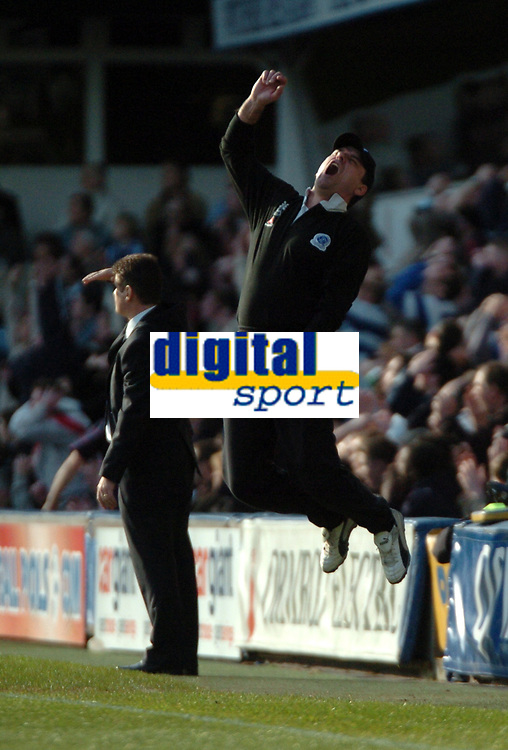 Photo: Tony Oudot.<br />Queens Park Rangers v Sheffield Wednesday. Coca Cola Championship. 10/03/2007.<br />QPR manager John Gregory jumps in despair as another chance is missed