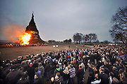 Nederland, Espelo, 8-4-2012Het grrootste paasvuur ter wereld werd aan het begin van de avond ontstoken. Met een hoogte van 45,98 m en een inhoud van 9174 kub komt het in het Guinness book of world records,Foto: Flip Franssen/Hollandse Hoogte