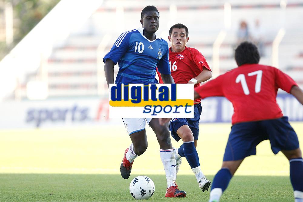 FOOTBALL - UNDER 20 - INTERNATIONAL TOULON FESTIVAL 2010 - 3RD PLACE FINAL - CHILI v FRANCE - 27/05/2010 - PHOTO PHILIPPE LAURENSON / DPPI - ALFRED N'DIAYE (FRA) / CARLOS MUNOZ