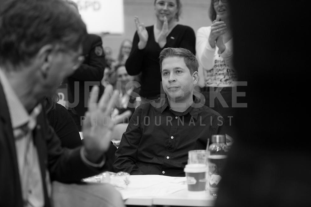 DEU, Deutschland, Germany, Berlin, 06.12.2019: Der Juso-Bundesvorsitzende Kevin Kühnert nach seiner Rede beim Bundesparteitag der SPD im CityCube. Kühnert wurde auf dem Parteitag zu einem der stellvertretenden SPD-Parteivorsitzenden gewählt.