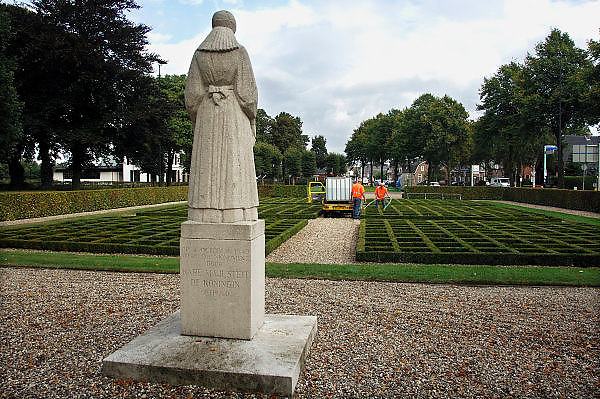 Nederland, Putten, 26-9-2006..Monument ter nagedachtenis aan de zeshonderd mannen die hier in de 2e wereldoorlog door de duitsers als represaille werden gefusilleerd, geexecuteerd...Foto: Flip Franssen/Hollandse Hoogte