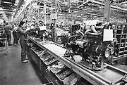 Nederland, Born, 15-10-1989Fabrikage bij Nedcar van de Volvo 440. Begonnen als fabriek van DAF. Later worden hier modellen van Mitsubishi gemaakt. Colt.Foto: Flip Franssen/Hollandse Hoogte