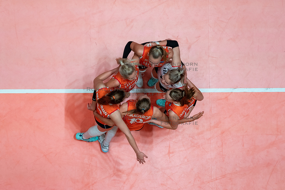 28-05-2019 NED: Volleyball Nations League Netherlands - Brazil, Apeldoorn<br /> <br /> Laura Dijkema #14 of Netherlands, Kirsten Knip #1 of Netherlands, Nicole Oude Luttikhuis #17 of Netherlands, Eline Timmerman #31 of Netherlands, Juliët Lohuis #7 of Netherlands, Indy Baijens #16 of Netherlands