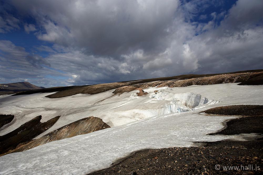 Mountains scenery and snow in the highlands of Iceland, on the way to Hrafntinnusker - Fjallasýn á leið í Hrafntinnusker