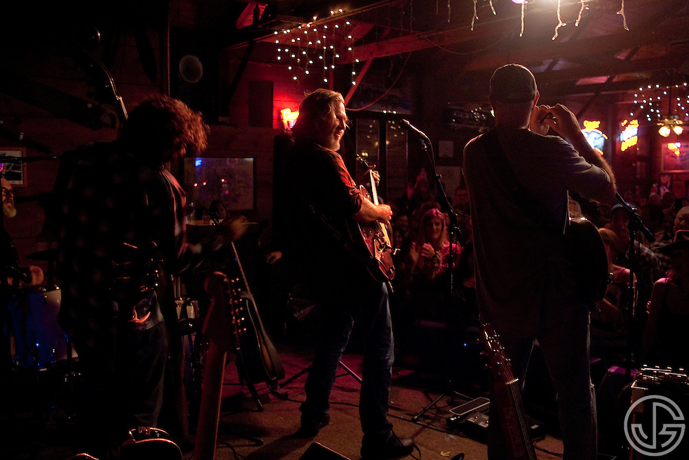 Jeff Bridges performs with Randy Tico, left, and Chris Pelonis, right, at Maverick Saloon in Santa Ynez, California, on June 23, 2011. Jeff Bridges' self-titled album is due for an August 16, 2011, release on Blue Note Records.