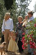 Photo session at the holiday house Roca Dei Draconie in the Italian Tavernelle. The Dutch Royal family is on summer holiday  close to florence.<br /> <br /> Fotosessie bij het vakantiehuis Roca Dei Draconie in het Italiaanse Tavernelle. Het gezin is op zomervakantie in het vakantieverblijf van de koninklijke familie nabij Florence. <br /> <br /> On the Photo / Op de foto:<br /> <br /> Queen Beatrix, prince Willem-Alexander, princess Máxima and their daughter princess Catharina-Amalia and princess Alexia<br /> <br /> <br /> Koningin Beatrix, prins Willem-Alexander, prinses Máxima en hun dochters prinses Catharina-Amalia en prinses Alexia