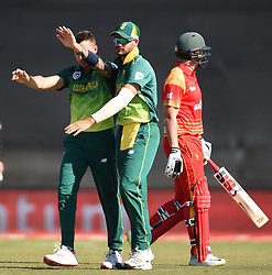 Cape Town-181006-South African celebrates Dale Steyn''s second wicket against  Zimbabwean,as he bowled out Peter Moor in the 3rd ODI match at Boland Park cricket stadium. .Photographer:Phando Jikelo/African News Agency(ANA)