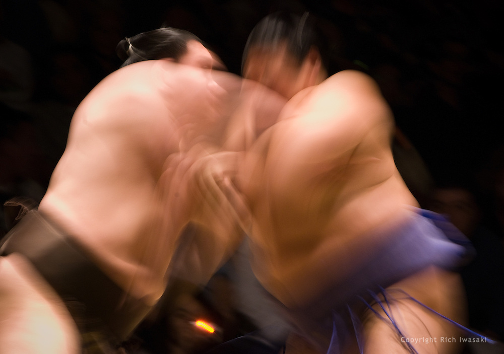 Hakuho (left) and Tosanoumi compete in the third round of Day 2 of Grand Sumo Tournament Los Angeles 2008, Los Angeles Sports Arena, Los Angeles, California