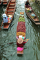 Damnoen Saduak Floating Market - is a totally chaotic floating market where small khlongs or canals are filled with flat boats piled high with fresh produce, each jockeying for position and paddled by ladies ready to stop and bargain at a moment's notice. It's colourful, noisy, and great fun. During the long-tail boat ride to market, you'll pass orchards, traditional teak houses and local people going about their daily riverine lives.