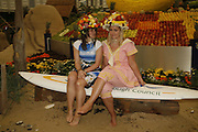 BRYONY BENNETT AND BEVERLEY WARE, Press Preview of the RHS Chelsea Flower Show sponsored by Saga Insurance Services. Royal Hospital Rd. London. 22 May 2006. ONE TIME USE ONLY - DO NOT ARCHIVE  © Copyright Photograph by Dafydd Jones 66 Stockwell Park Rd. London SW9 0DA Tel 020 7733 0108 www.dafjones.com