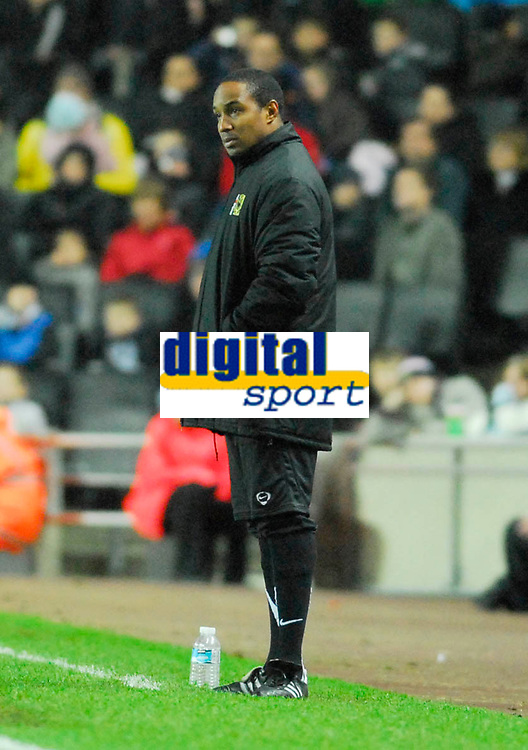 Photo: Leigh Quinnell/Sportsbeat Images.<br /> Milton Keynes Dons v Chesterfield. Coca Cola League 2. 24/11/2007. MK Dons manager Paul Ince looks on.