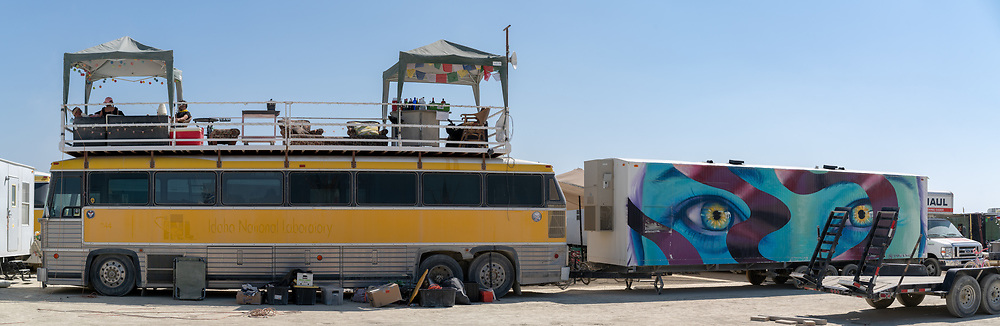 Nice patio up top and wonderful paint job on the trailer. Had to stich a few images together here it was so long.