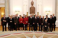 24 JAN 2006, BERLIN/GERMANY:<br /> Horst Koehler, Bundespraesident, empfaengt die Mitglieder des Bundeskabinets - links von Koehler, Franz Muentefering, SPD, Bundesarbeitsminister, rechts von Koehler, Angela Merkel, CDU, Bundeskanzlerin - zu einem Abendessen, Schloss Bellevue<br /> IMAGE: 20060124-02-005<br /> KEYWORDS: Horst Köhler, Franz Müntefering, komplett, vollstaendig, vollständig