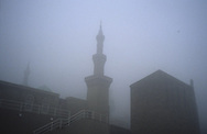 United Kingdom. Birmingham. One of the one hundred English Mosques with Cupola and Minaret, here a Mosque in Batley  Birmingham  United†Kingdom      /  Mosquee a Battley . une des cent mosquees avec coupole et minaret  Birmingham  Grande Bretagne   /  R00017/    L0007469  /  R00017  /  P0005567