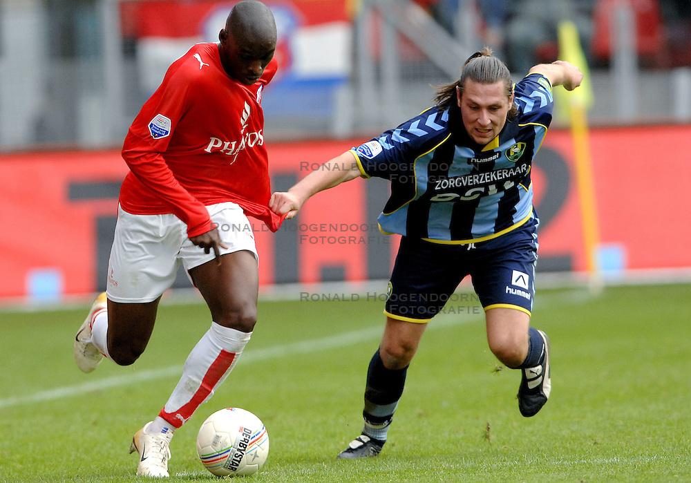 22-10-2006 VOETBAL: UTRECHT - DEN HAAG: UTRECHT<br /> FC Utrecht wint in eigenhuis met 2-0 van FC Den Haag /  Pascal Bosschaart en Marc Antoine Fortune<br /> ©2006-WWW.FOTOHOOGENDOORN.NL