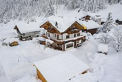 THEMENBILD - Schnee wird von Hausdach in Lesach abgeschöpft um die Dachkonstruktion zu entlasten, am Mittwoch den 9. Dezember 2020 in Kals. Luftbild mit einer Drohnen nach den starken Schneefällen welche vom 5. bis 8. Dezember 2020 für grosse Neuschneemengen in Oberkärnten und Osttirol sorgten // Snow is skimmed off the roof of a house in Lesach to relieve the roof structure, on Wednesday December 9, 2020 in Kals. Photo taken with a drone after the heavy snowfalls which caused large amounts of new snow in Upper Carinthia and East Tyrol from December 5th to 8th, 2020. EXPA Pictures © 2020, PhotoCredit: EXPA/ Johann Groder