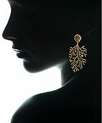 photo noir et blanc en contre-jour prise en studio pour un bijoutier de Nouméa. La Maison de la Perle Nouvelle Calédonie.