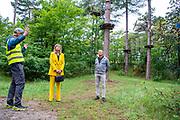 Koningin Maxima tijdens een werkbezoek aan de toeristische sector in de provincie Zeeland. Het werkbezoek staat in het teken van de impact van de coronamaatregelen op bedrijven in het toerisme en het vrijetijdsdomein. Het werkbezoek start bij klimbos Zeeuwse Helden in Westenschouwen waar Koningin Maxima spreekt met ondernemers.<br /> <br /> Queen Maxima during a working visit to the tourism sector in the province of Zeeland. The working visit focuses on the impact of the corona measures on companies in tourism and the leisure domain. The working visit starts at the Zeeland Heroes climbing forest in Westenschouwen, where Queen Maxima speaks with entrepreneurs.
