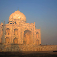 Asia, India, Uttar Pradesh, Agra. The majestic Taj Mahal.