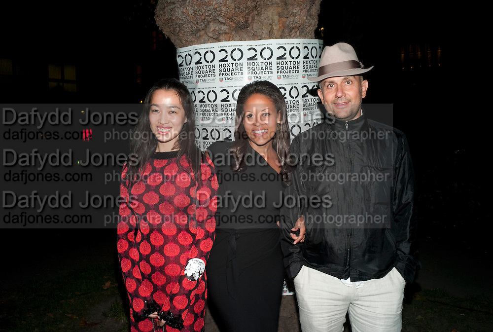 """YI ZHOU; RACHELL BARRETT; MARC QUINN, Video artist Yi Zhou  first solo show """"I am your Simulacrum"""".Exhibition opening at 20 Hoxton Square Projects. Hoxton Sq. London. 1 September 2010.  -DO NOT ARCHIVE-© Copyright Photograph by Dafydd Jones. 248 Clapham Rd. London SW9 0PZ. Tel 0207 820 0771. www.dafjones.com."""