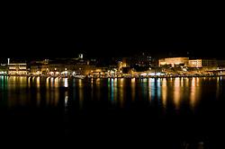 Brindisi. Veduta notturna del porto interno, seno di ponente.