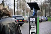 Nederland, Nijmegen, 5-1-2012Een van de nieuwe parkeermeters in het centrum van de stad.Omdat ze niet goed functioneren mag men enkele dagen gratis parkeren in het centrum. De leverancier moet de software aanpassen.Foto: Flip Franssen/Hollandse Hoogte