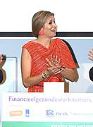 Koningin Maxima is aanwezig bij het jaarlijks symposium van het platform Wijzer in geldzaken. Tijdens de bijeenkomst lanceert zij een werkgeverswebsite voor financieel gezonde werknemers. <br /> <br /> Queen Maxima is present at the annual symposium of the Wijzer platform in money matters. During the meeting, she launches an employer website for financially sound employees.
