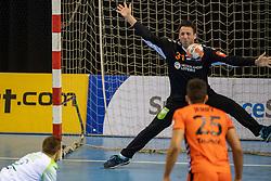 11-04-2019 NED: Netherlands - Slovenia, Almere<br /> Third match 2020 men European Championship Qualifiers in Topsportcentrum in Almere. Slovenia win 26-27 / Gerrie Eijlers #31 of Netherlands, Gasper Marguc #6 of Slovenia