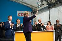 DEU, Deutschland, Germany, Magdeburg, 17.09.2013:<br />Bundeskanzlerin Dr. Angela Merkel (CDU) winkt bei einer Wahlkampfveranstaltung der CDU auf dem Alten Markt den Parteianhängern zu.