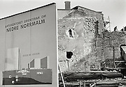 """Informationstavla och rivning av hus vid """"Citysaneringen""""."""