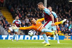 Jeff Hendrick of Burnley scores a goal to make it 1-1 - Mandatory by-line: Robbie Stephenson/JMP - 26/08/2018 - FOOTBALL - Craven Cottage - Fulham, England - Fulham v Burnley - Premier League
