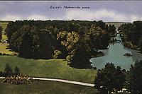 Zagreb : Maksimirska jezera. <br /> <br /> ImpresumZagreb : Naklada S. Marković, [poslije 1927].<br /> Materijalni opis1 razglednica : tisak ; 8,7 x 13,8 cm.<br /> NakladnikNaklada S. Marković<br /> Mjesto izdavanjaZagreb<br /> Vrstavizualna građa • razglednice<br /> ZbirkaGrafička zbirka NSK • Zbirka razglednica<br /> Formatimage/jpeg<br /> PredmetZagreb –– Maksimir<br /> SignaturaRZG-MAKS-7<br /> Obuhvat(vremenski)20. stoljeće<br /> PravaJavno dobro<br /> Identifikatori000952591<br /> NBN.HRNBN: urn:nbn:hr:238:875354 <br /> <br /> Izvor: Digitalne zbirke Nacionalne i sveučilišne knjižnice u Zagrebu