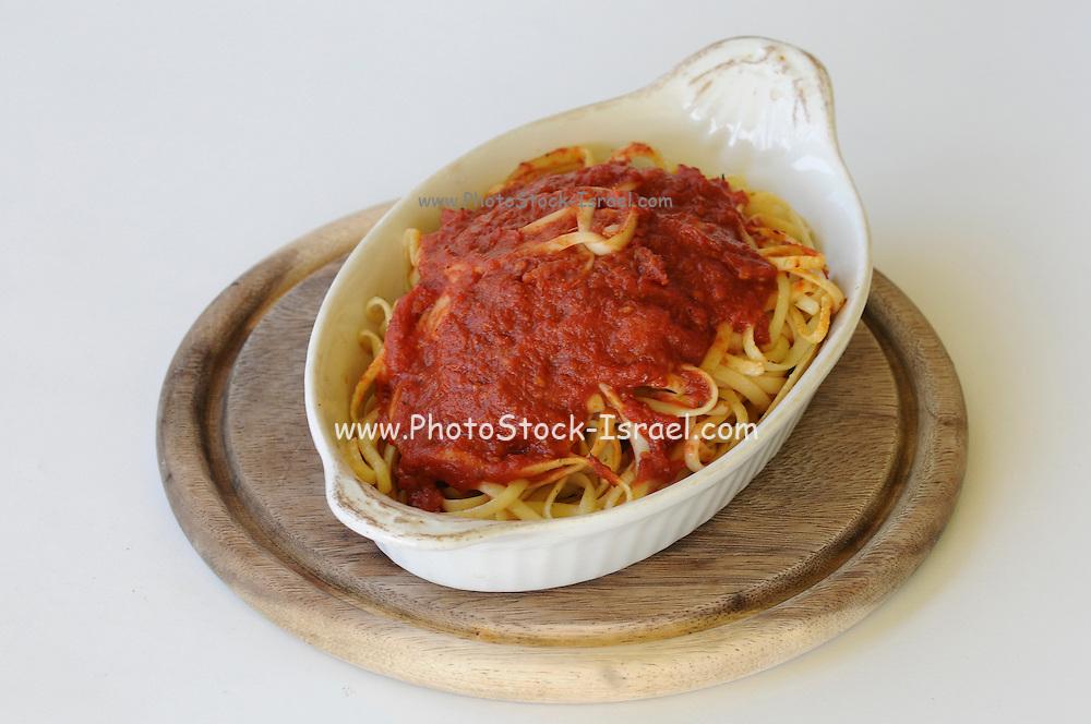 fettuccine pasta and tomato sauce