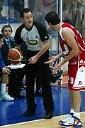DESCRIZIONE : Milano Lega A1 2005-06 Roseto Basket Armani Jeans Milano <br /> GIOCATORE : Arbitro Montecchia <br /> SQUADRA : Armani Jeans Milano <br /> EVENTO : Campionato Lega A1 2005-2006 <br /> GARA : Roseto Basket Armani Jeans Milano <br /> DATA : 26/02/2006 <br /> CATEGORIA : Delusione <br /> SPORT : Pallacanestro <br /> AUTORE : Agenzia Ciamillo-Castoria/G.Ciamillo