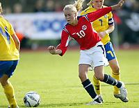 Fotball<br /> Landskamp J15/16 år<br /> Tidenes første landskamp for dette alderstrinnet<br /> Sverige v Norge 1-3<br /> Steungsund<br /> 11.10.2006<br /> Foto: Anders Hoven, Digitalsport<br /> <br /> Kine Tonning - Os Turn / Norge